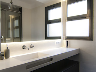 emmme studio Salle de bain moderne Blanc