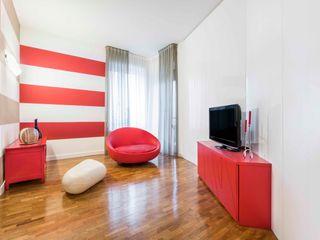 una casa a zebre e pois UAU un'architettura unica Soggiorno eclettico Legno Rosso
