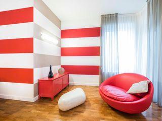 una casa a zebre e pois UAU un'architettura unica Soggiorno eclettico Alluminio / Zinco Variopinto