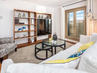 Dúplex en casco histórico Málaga, remodelación para apartamento de alquiler. Espacios y Luz Fotografía Salones de estilo escandinavo Derivados de madera Blanco