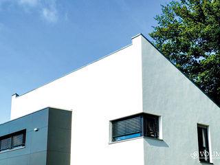 Kreativer Fassadenputz mit Schutz gegen Algen, Moose, Schimmel, Schmutz Volimea GmbH & Cie KG Minimalistische Häuser Weiß