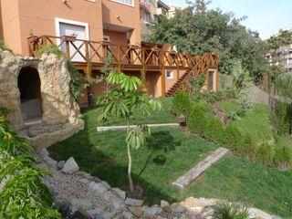 Reforma completa de jardín COBERTI Jardines de estilo mediterráneo Madera Marrón