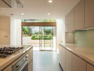 DE BEAUVOIR SQUARE Bradley Van Der Straeten Architects Dapur Modern White
