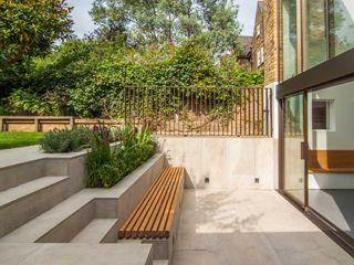 DE BEAUVOIR SQUARE Bradley Van Der Straeten Architects Taman Modern Beton White