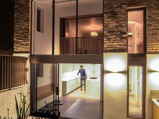 DE BEAUVOIR SQUARE Bradley Van Der Straeten Architects Rumah Modern Batu Bata Beige