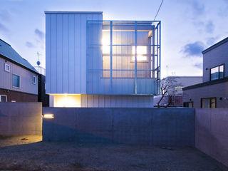 つながる家 一級建築士事務所 Atelier Casa モダンな 家 鉄/鋼 メタリック/シルバー