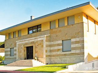 Fassadengestaltung als Putzfassade Volimea GmbH & Cie KG Moderne Häuser Bernstein/Gold