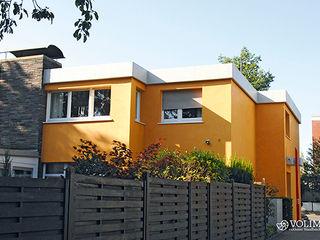 Außenfassade mit Lotuseffekt Volimea GmbH & Cie KG Moderne Häuser Gelb