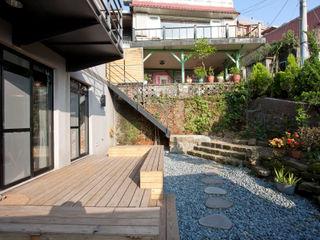 築里館空間設計 Дома в стиле модерн