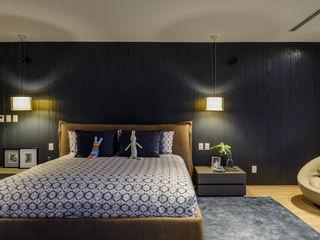 NIVEL TRES ARQUITECTURA Modern style bedroom Wood Black