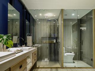 NIVEL TRES ARQUITECTURA Modern bathroom Marble Grey