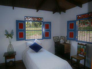 casa cafetera Construexpress Habitaciones de estilo rural Concreto Blanco