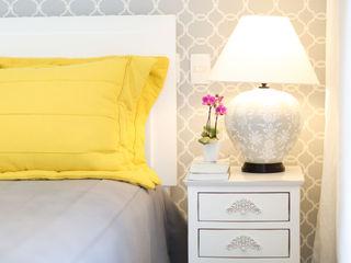 Adriana Leal Interiores RecámarasCamas y cabeceras Compuestos de madera y plástico Amarillo