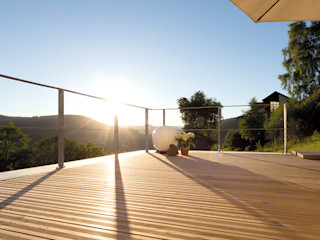 Braun & Würfele - Holz im Garten Modern balcony, veranda & terrace Wood