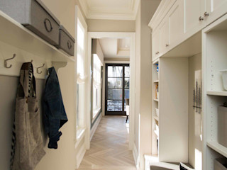 Frahm Interiors Classic style corridor, hallway and stairs