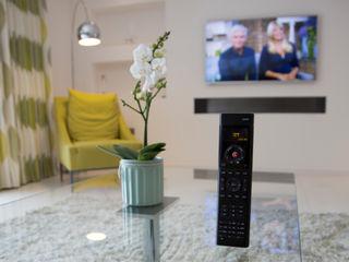 Millbrook House Smarta 现代客厅設計點子、靈感 & 圖片