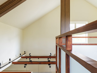 homify Couloir, entrée, escaliers ruraux