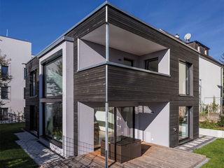 KitzlingerHaus GmbH & Co. KG Modern Houses Engineered Wood Black