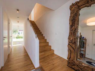 KitzlingerHaus GmbH & Co. KG Modern Corridor, Hallway and Staircase White