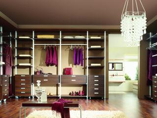 Komandor - Wnętrza z charakterem Dressing roomWardrobes & drawers Chipboard Wood effect