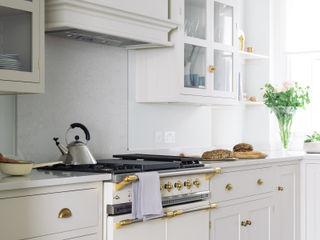 The SW1 Kitchen by deVOL deVOL Kitchens Кухня Дерево Бежевий