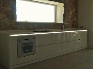 FIDEA SRL Minimalistische Küchen Holz Weiß