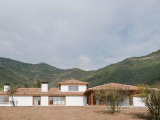 Grupo E Arquitectura y construcción Colonial style house