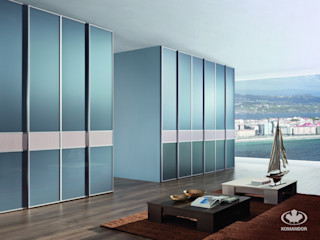 Komandor - Wnętrza z charakterem SalonesAlmacenamiento Vidrio Azul