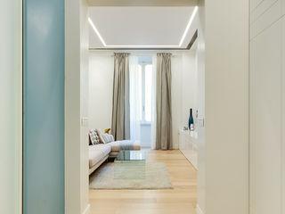 Un'abitazione di una giovane coppia nel cuore di Roma SERENA ROMANO' ARCHITETTO Soggiorno moderno Legno Turchese