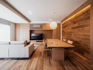 A living of a couple after the children have fled 株式会社seki.design Nowoczesny salon
