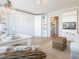 Home Staging Sylt GmbH 现代客厅設計點子、靈感 & 圖片