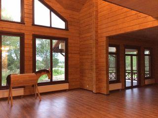 Дом из клееного бруса Техно-сруб Коридор, прихожая и лестница в классическом стиле Дерево