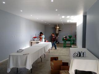 Inicio de labores de procesamiento en el área de producción. taller garcia arquitectura integral Comedores rurales