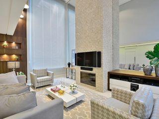 ANDRÉ PACHECO ARQUITETURA Ruang Keluarga Modern Marmer Beige