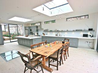 Brancaster, North Norfolk Kitchen Laura Gompertz Interiors Ltd Cocinas de estilo clásico Gris