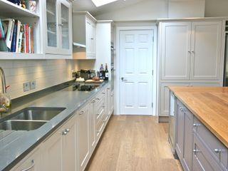 Richmond, London Kitchen Laura Gompertz Interiors Ltd Cocinas de estilo clásico Beige