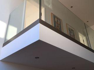 lifestyle-treppen.de Modern corridor, hallway & stairs Glass