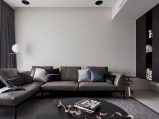 迷迭.灰 Planes of Greyscale 理絲室內設計有限公司 Ris Interior Design Co., Ltd. 客廳沙發與扶手椅 Grey