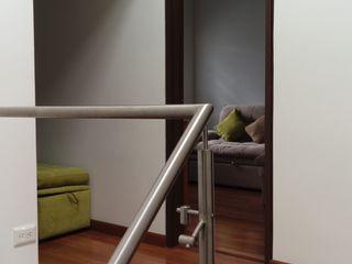 Erick Becerra Arquitecto Modern corridor, hallway & stairs