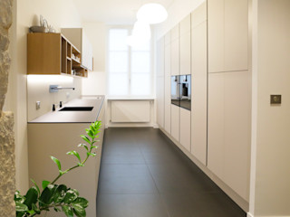 Conception et aménagement d'une cuisine Myriam Wozniak Architecture et décoration Cuisine minimaliste Verre Beige