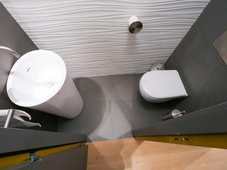 Agencement et aménagement de toilettes Myriam Wozniak Architecture et décoration Salle de bain minimaliste