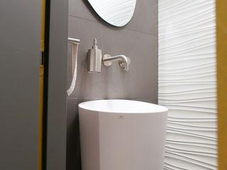 Agencement et aménagement de toilettes Myriam Wozniak Architecture et décoration Salle à manger minimaliste
