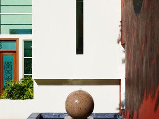 residencia retorno nogalera Excelencia en Diseño Casas modernas Concreto Blanco