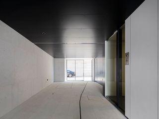 RRJ Arquitectos Garajes y galpones de estilo moderno