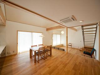 アトリエ・アースワーク Scandinavian style dining room Wood effect