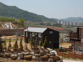 구름집 02-338-6835 Modern houses Metal Black
