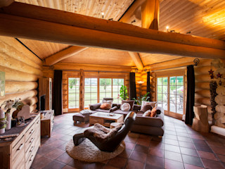 Haus Racoon Hill das holzhaus Oliver Schattat GmbH Rustikale Wohnzimmer