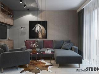 Dark & Moody MIKOLAJSKAstudio Minimalistische Wohnzimmer