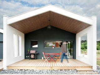 Plus Architectes Balcones y terrazas modernos: Ideas, imágenes y decoración