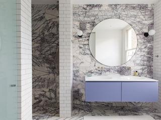 Brook Green London townhouse My-Studio Ltd Moderne Badezimmer Marmor Lila/Violett